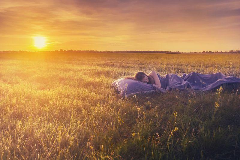 лето, май, поле, рассвет, сон, девушка  Летний сонphoto preview