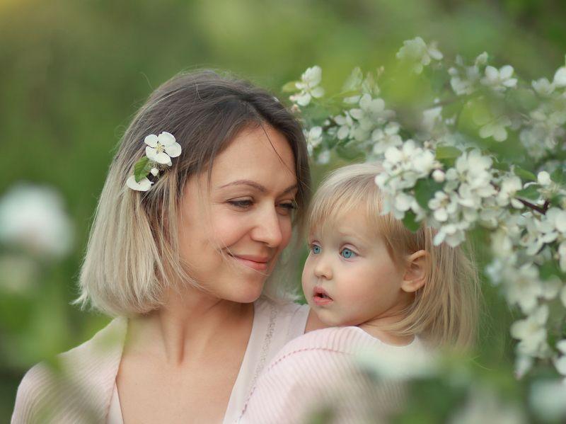 материнство, семья, весна, цветение, мама Материнствоphoto preview