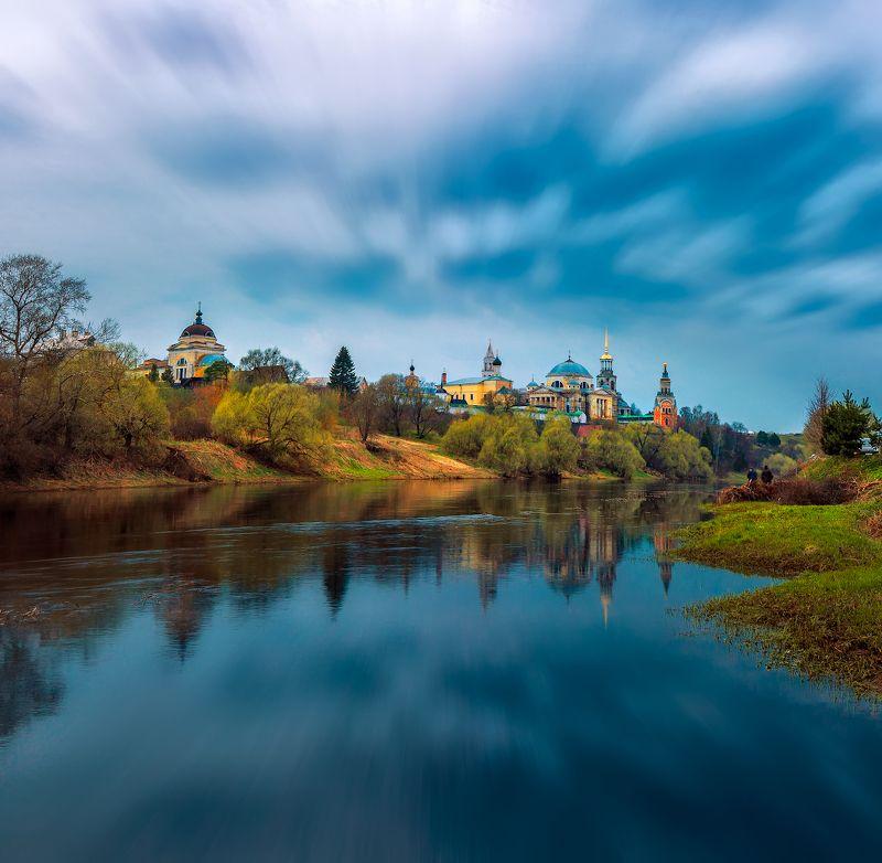 торжок, весна, тверца, отражение на берегу реки Тверцаphoto preview