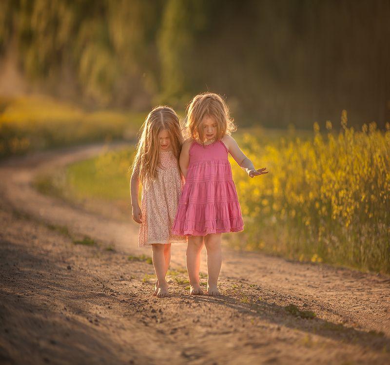 дети, цветы, солнце, дорога Подружкиphoto preview