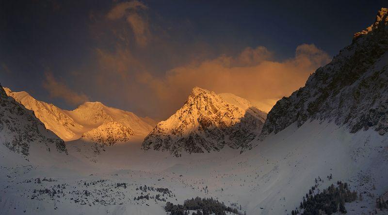 рассвет в горахphoto preview