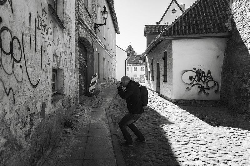 человек фотограф город старыйгород таллин улица солнце Немного о фотографахphoto preview