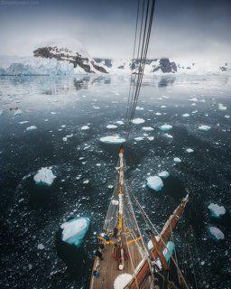 Во льдах Антарктиды
