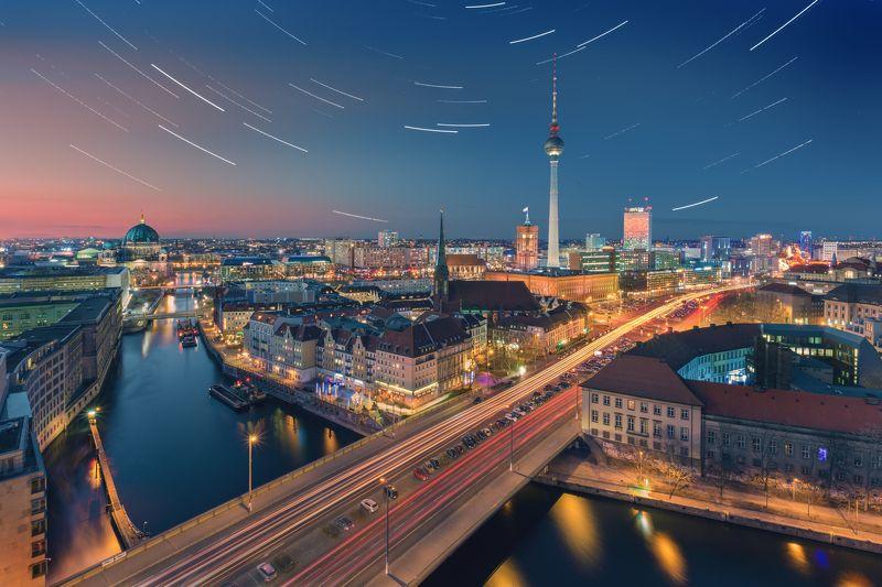 берлин, город, ночь, сумерки, улица, движение, небо, треки, германия, достопримечательности, свет Звездный Берлинphoto preview