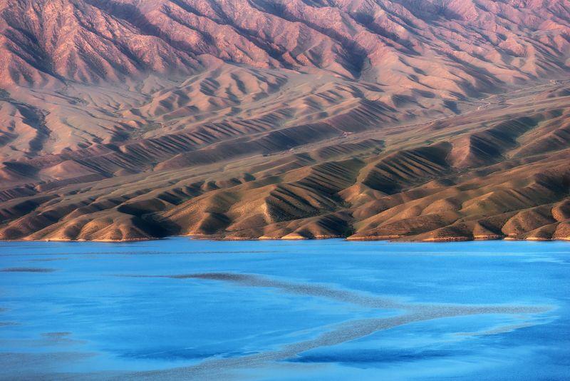 горный пейзаж, горное озеро, казахстан, дорога, путешествие, Цветные зигзаги озера Бартогайphoto preview