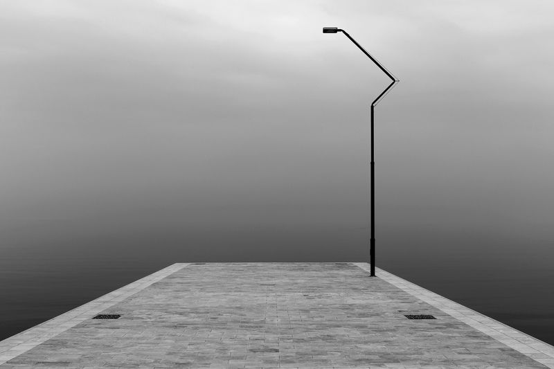 фонарь, пирс, причал, море, ч\\б Одиночествоphoto preview
