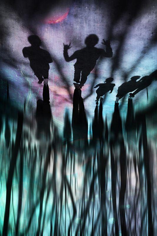 деревья, абстракция, парк, подростки, молодёжь, линии, гости, ростки, силуэты, люди, жизнь, инопланетяне Гости из будущегоphoto preview
