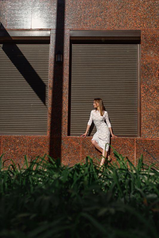 город, улицы, композиция, линии, свет и тень, красивая девушка, белое платье, невеста Девушка и городphoto preview