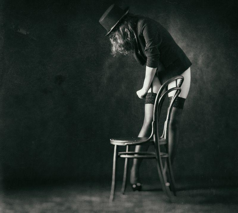 женщина, кабаре, танцовщица, стул, чулок, Непослушный чулок.photo preview