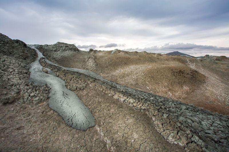 пейзаж, грязевые вулканы, грязь, тучи, непогода, Азербайджан, Гобустан Суровый день в пустыне Гобустан. photo preview
