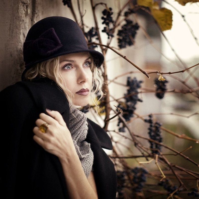 девушка, шляпа, виноград в и н о г р а д . . .photo preview