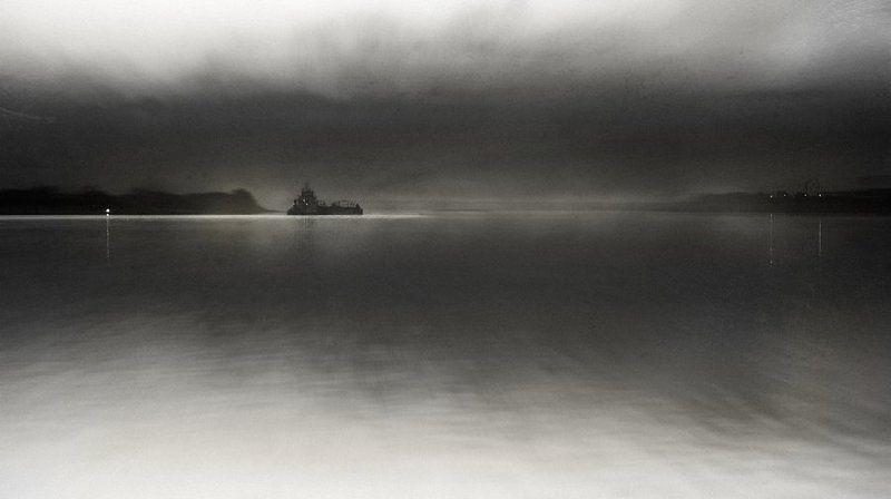 корабль,корабли,баржа,баржи,туман,туманы,фото,пейзаж,владимир,шипулин Летучий Голандец...photo preview