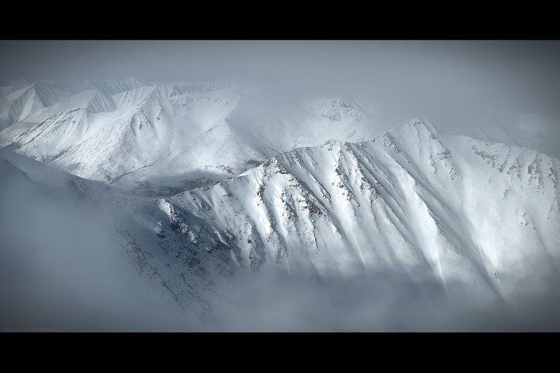 горы, снег, скалы, камни, небо, фирн, хребет, гребень, траверс, альпинизм, альпинист, сборы, хабаровск, баджал, 2011, май, апрель Спящиеphoto preview