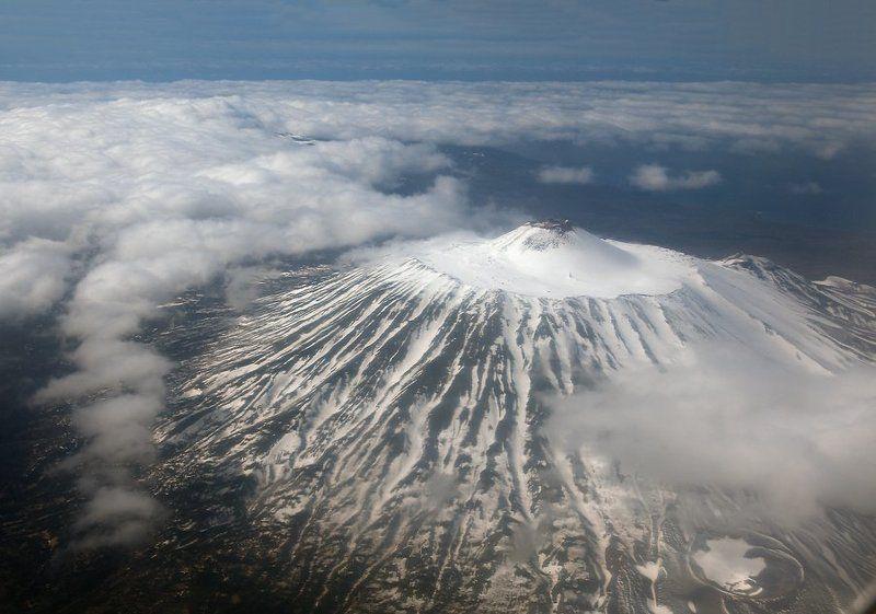 Вулкан Тятя (остров Кунашир)photo preview