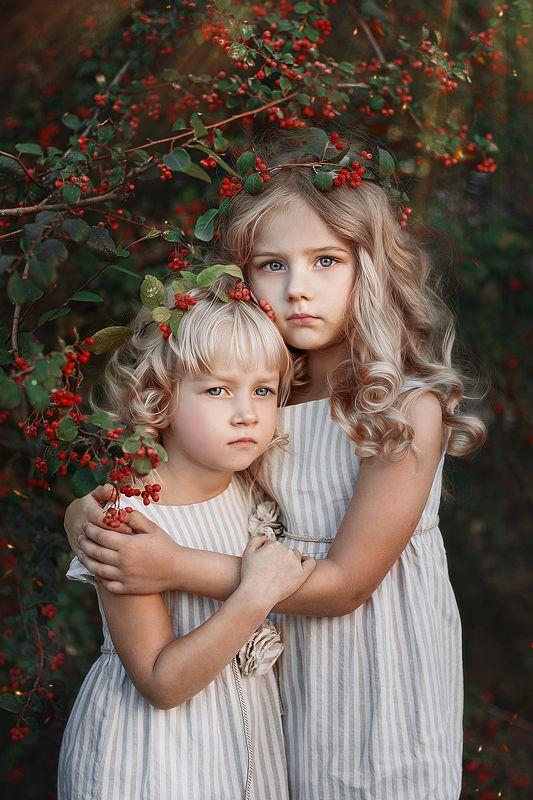 модели, дети, юные модели, съемка, семейная фотосессия, на природе В рябинеphoto preview
