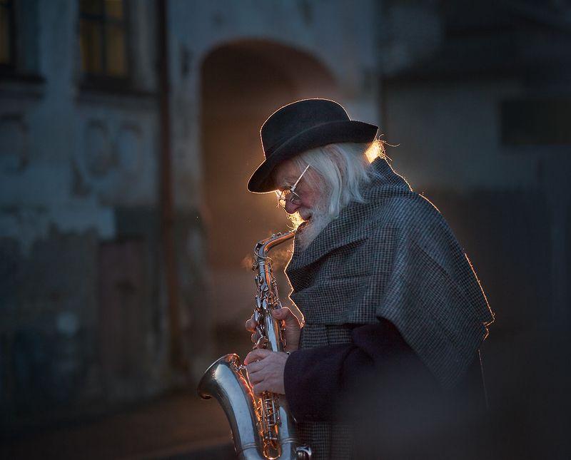 Уличный музыкантphoto preview