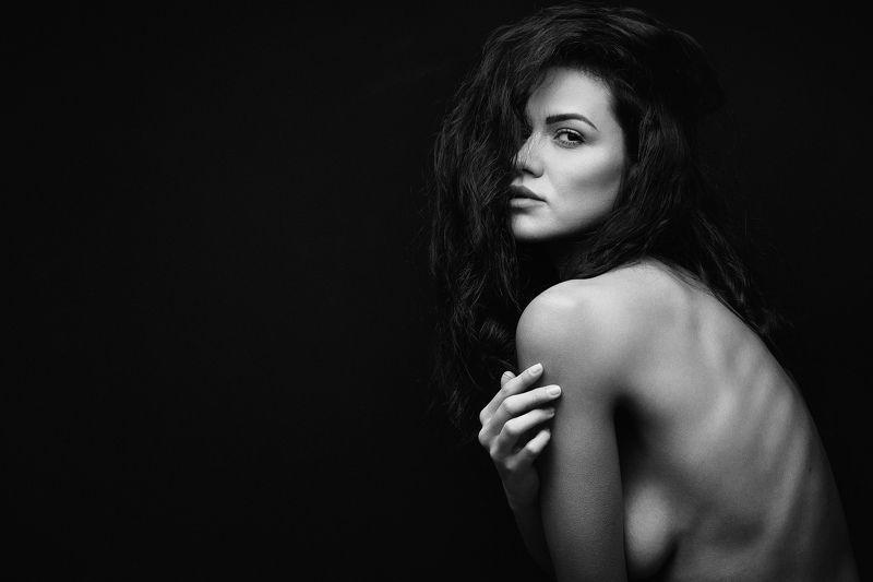 #b&w #blackandwhite, #sensual, #portrait #onelight #studio #beautiful #girl Sensual portrait of Deniphoto preview