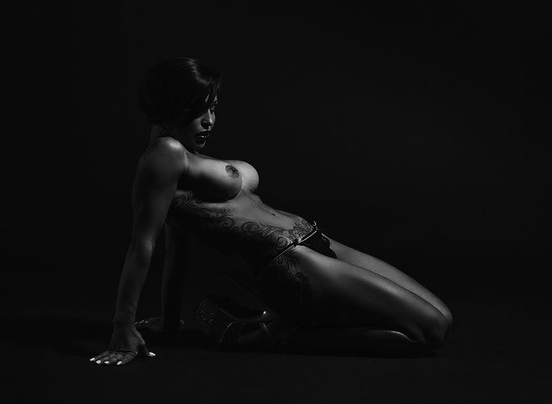 женщина, красота,   ню, тело, тату. Диагональ.photo preview