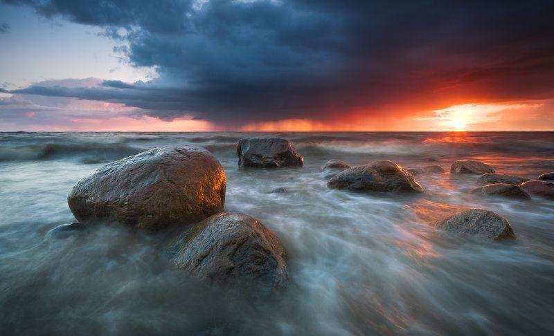 пейзаж, море, закат, шторм, гроза, камни, латвия Colorful sunset after stormphoto preview