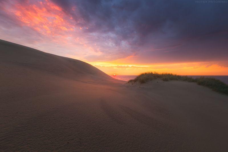 Утренний свет в грозовом небе.photo preview