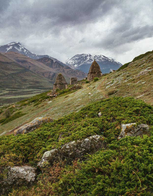 горы, кавказ, склепы, эльтюбю, Склепы горцев в Чегемском ущельеphoto preview