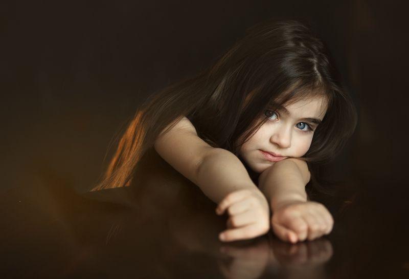 дети, скромность, портрет Скромность)photo preview