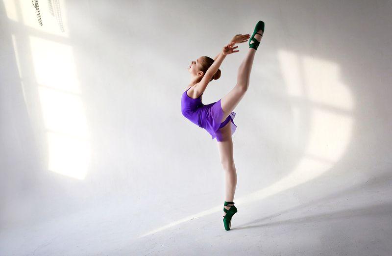 балет, балерина, портрет, свет, цвет, платье, пуанты, танец, движение, гибкость, ноги, грация, жанр, модель, студия Балеринкаphoto preview