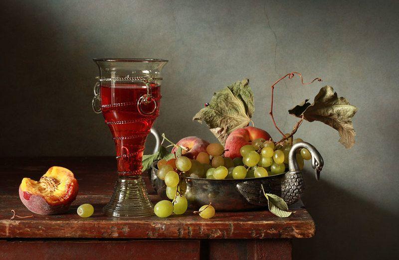 Персики и виноградphoto preview