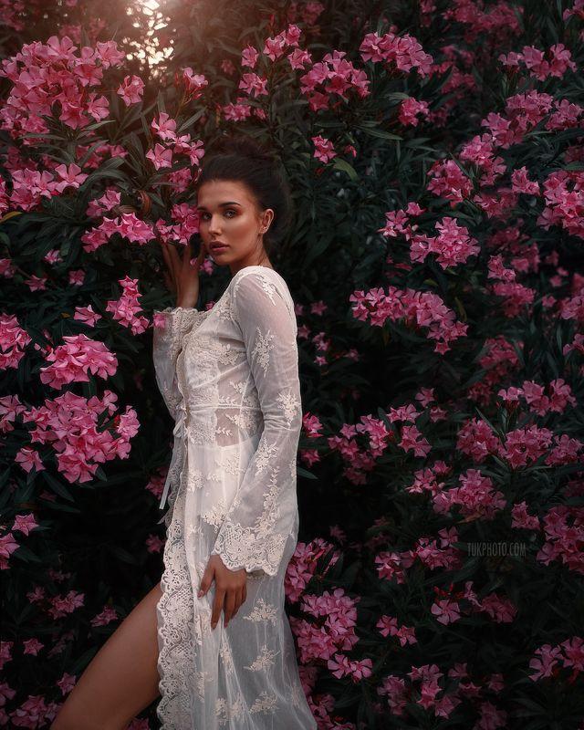 девушка портрет цветы цветение боди пеньюар будуарная съемка Til\' the Love Runs Outphoto preview