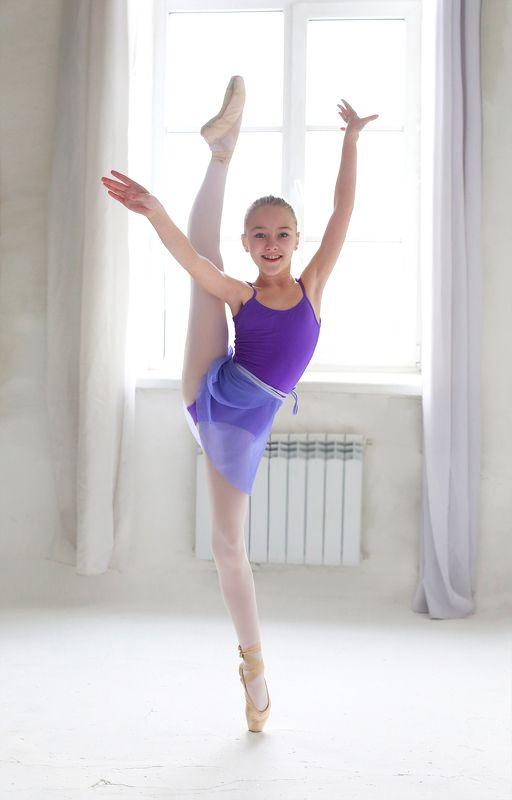 девочка, балет, балерина, движение, танец, грация, гибкость, цвет, свет, красота, красивая, модель, студия Балеринкаphoto preview