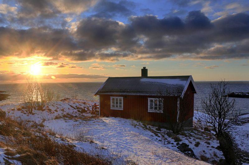 рассвет, путешествие, норвегия, домик, солнце, travel, sunrise, norvay, lofoten Домик у моряphoto preview