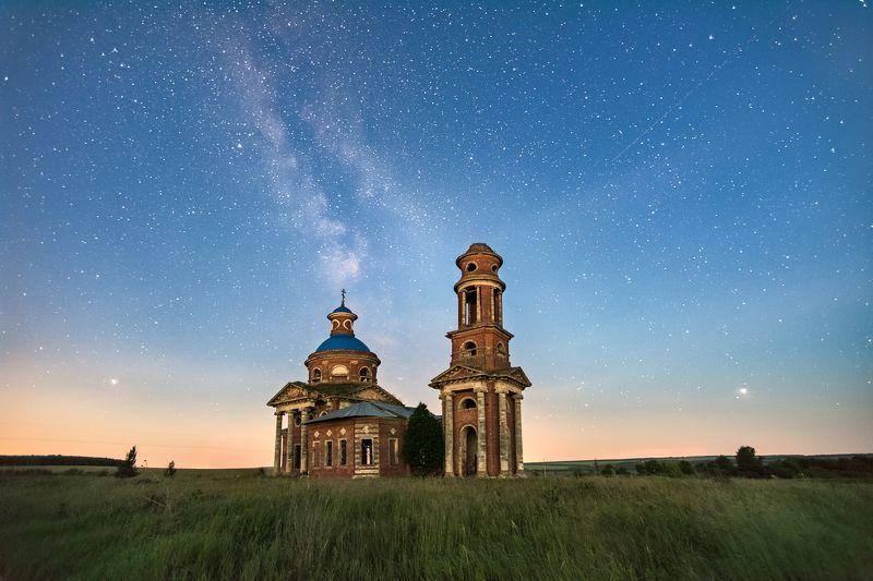 ночь,звёздное небо,млечный путь,заброшенный храм,церковь Заброшенный храмphoto preview