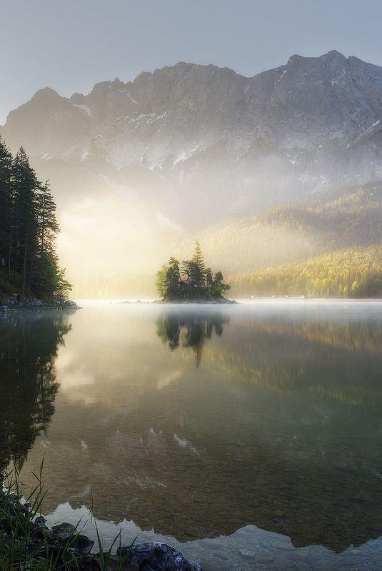 Озеро, Айбзее, Бавария, Германия  Остров на озере photo preview