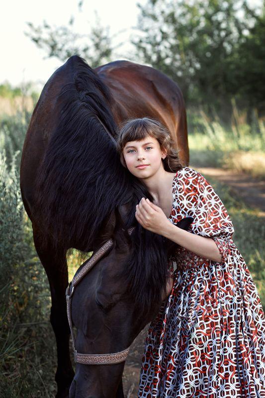 девочка и лошадь, портрет, поле, лето, степь, свобода, домашние животные, красивый конь Красавец Ангел и Красавица Эмилияphoto preview