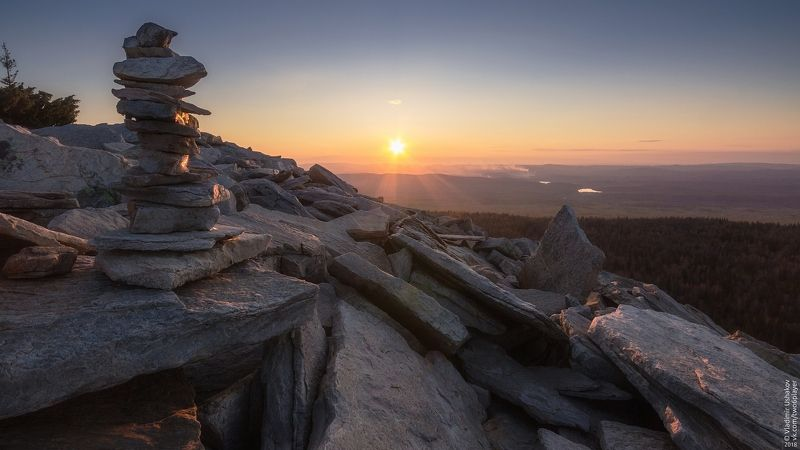 закат, солнце, небо, горы, голая сопка, национальный парк, зюраткуль, челябинская область На вершине горы Голая Сопкаphoto preview