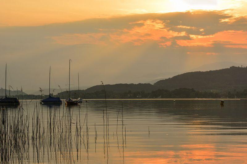 озеро, закат, краски, мачты. Озерная Австрия вечеромphoto preview