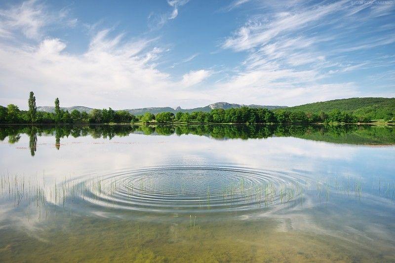 озеро пруд отражаение гладь крым Формаphoto preview