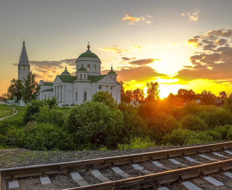 вечер,храм,пути.закат Переездphoto preview
