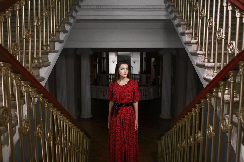 геометрия, лестница, архитектура, девушка в красном, платье, ступени, перила, красота, цвет, красный, перспектива ***photo preview