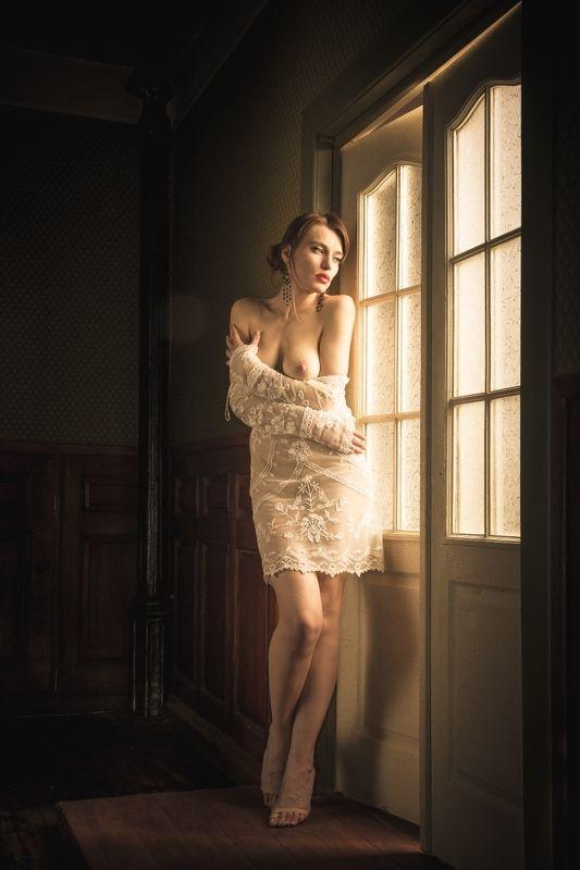 ню, nu, nude, nudeart, арт-ню, girl, портрет, девушка, обнажённая, грудь, дверь, подглядывает photo preview