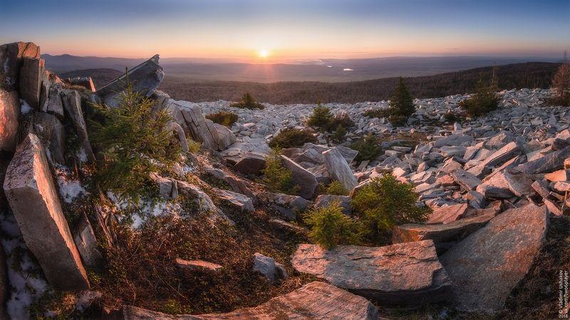 вечер, небо, солнце, закат, горы, голая сопка, национальный парк, зюраткуль, челябинская область На вершине Голой Сопкиphoto preview