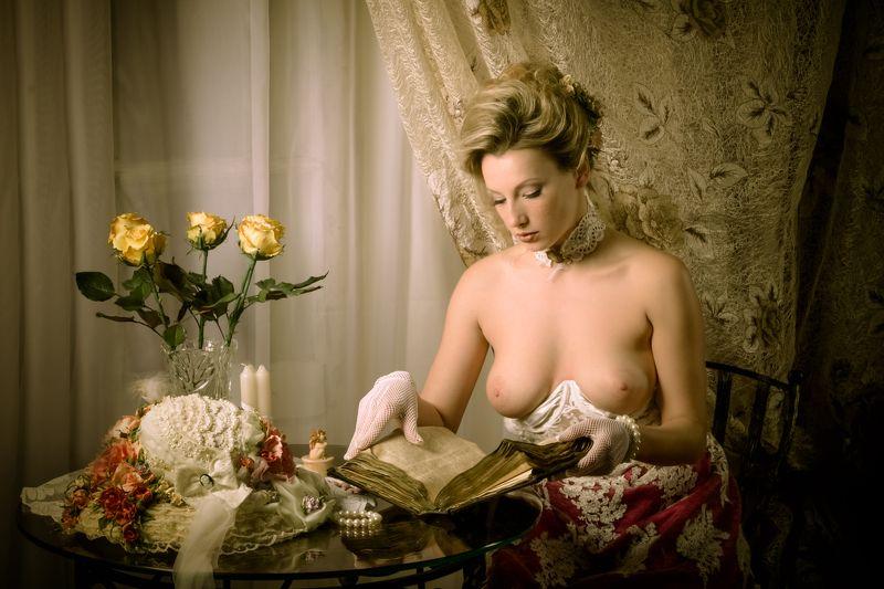 ню, nu, nude, nude art, nude, арт-ню, girl, портрет, девушка, обнажённая, грудь, винтаж, vintage, ретро, старая книга, книга, читает,  Старая книгаphoto preview