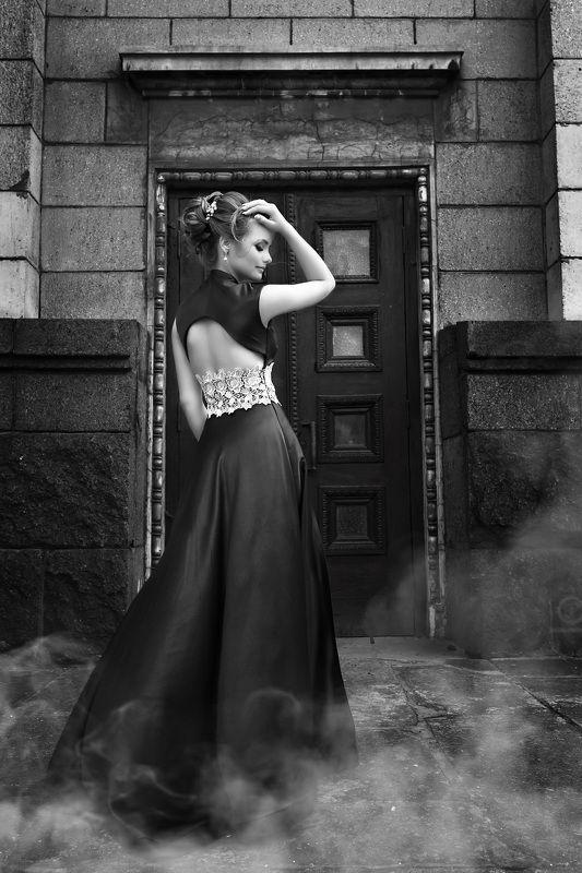 черно-белое, красивая девушка, постановка, прическа, позирование, открытая спина, photo preview