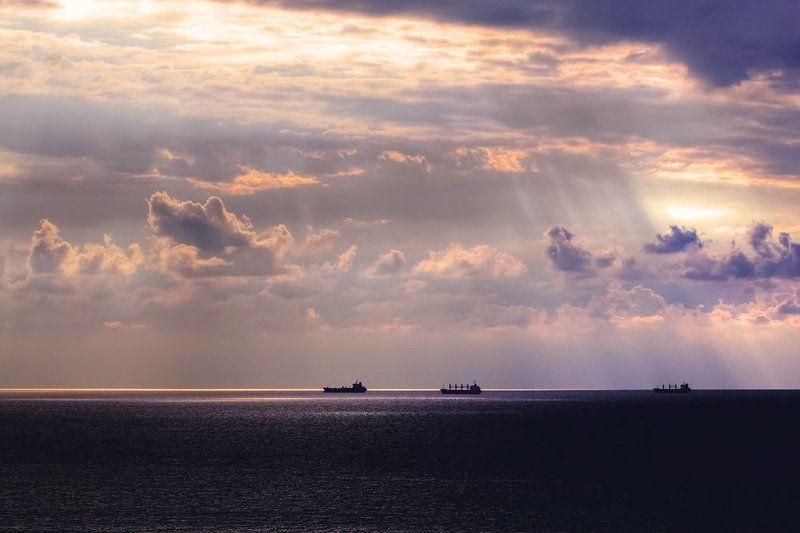 севастополь, море, рейд В ожиданииphoto preview