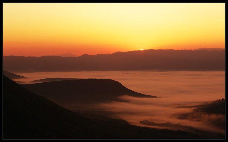 Рассвет над Байдарской долинойphoto preview