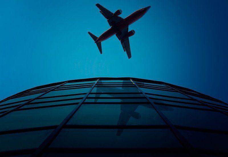 самолет, небоскреб, улицы, небо, облака, лето, синева photo preview
