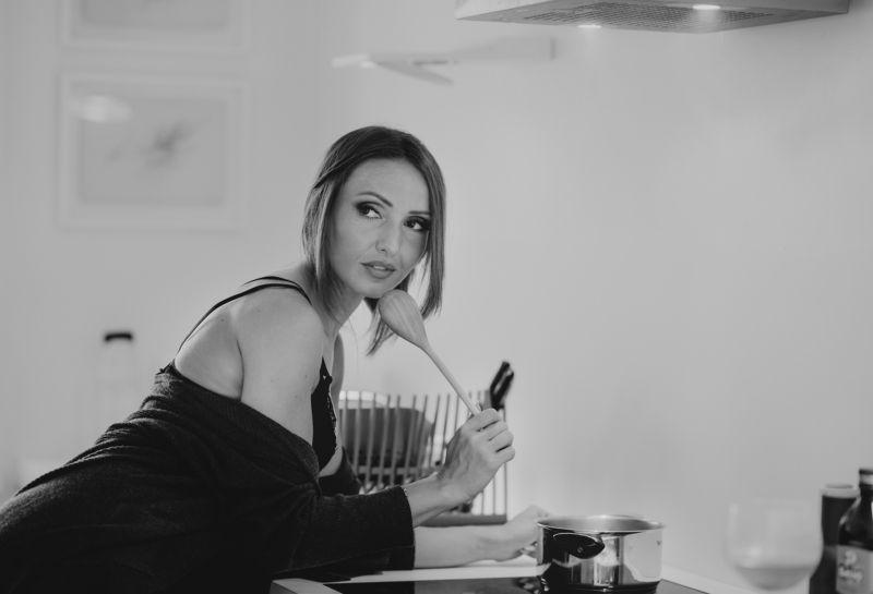 naturalight, beautiful woman Italian cusinephoto preview