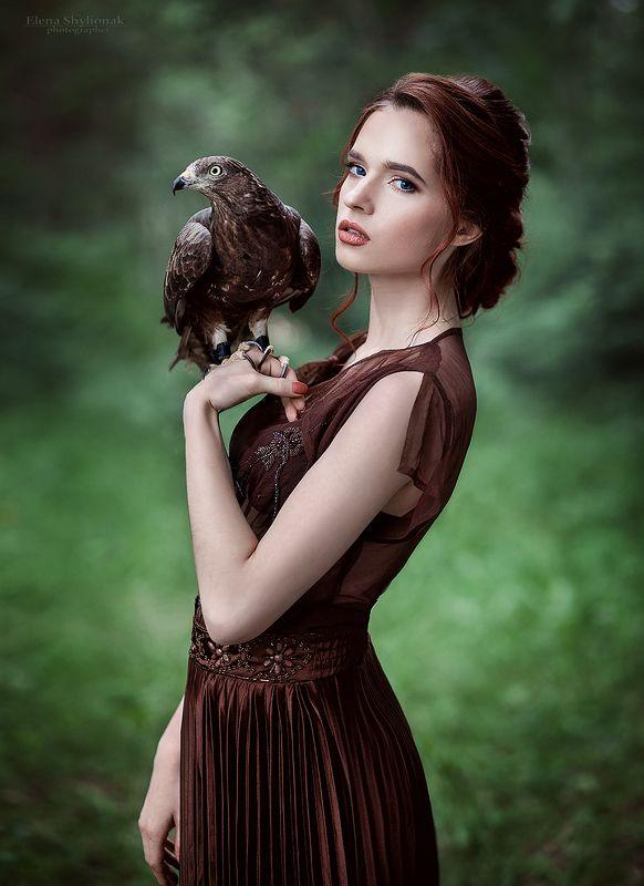 девушка с ястребом, ястреб, рыжая, сказка, птица, лето, в полете, движение ***photo preview