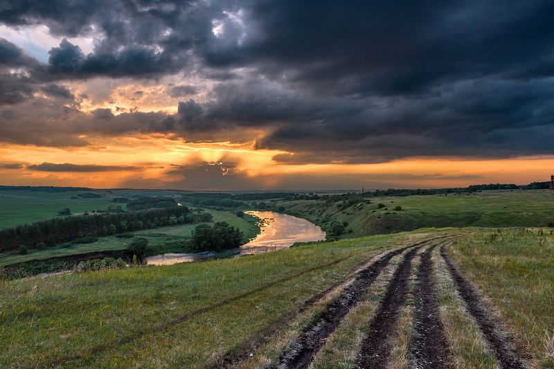вечер,закат,лучи,отражения,тучи,пасмурно Хмурый вечерphoto preview
