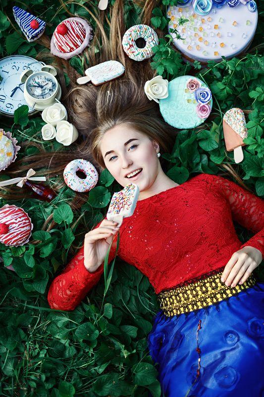 сказка, алиса в стране чудес, девушка, постановка, портрет, лето, сладости, торт Алисаphoto preview